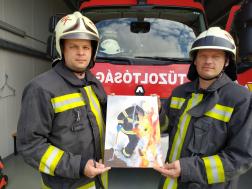 Pacsai tűzoltók a képükkel