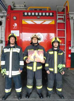 Tűzoltók a képükkel