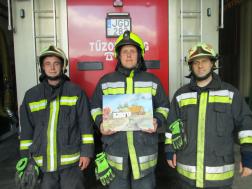 Tűzoltók a képeikkel