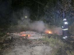 Oltáshoz készülődik a tűzoltó